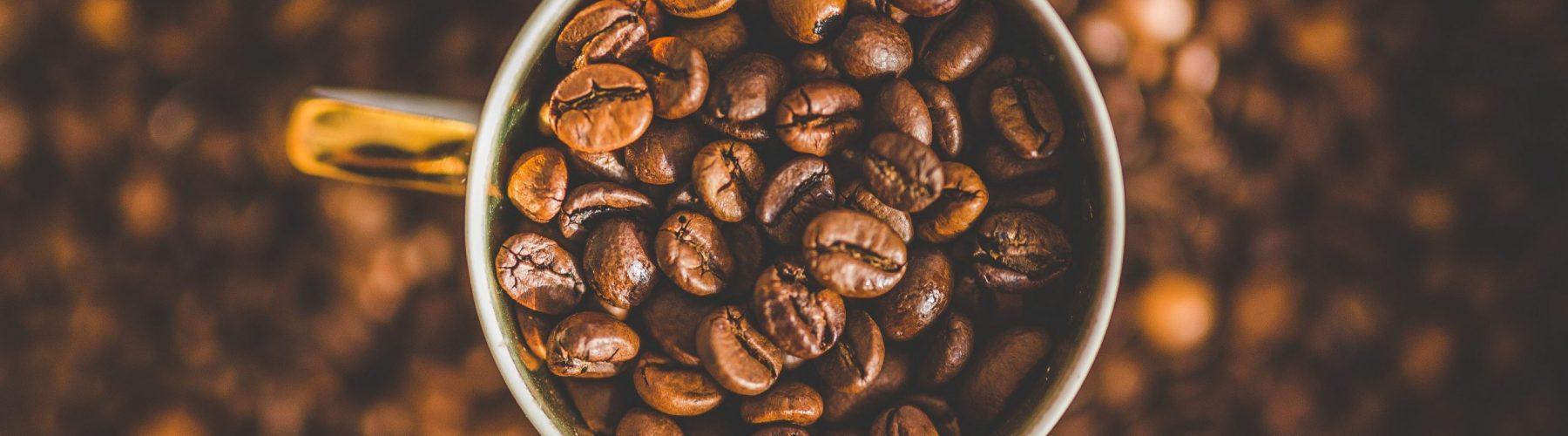 Šálka kávy-Kofeín ako prírodný stimulant